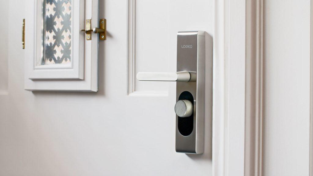 LoQed deurslot: Slim deurslot maakt sleutels overbodig